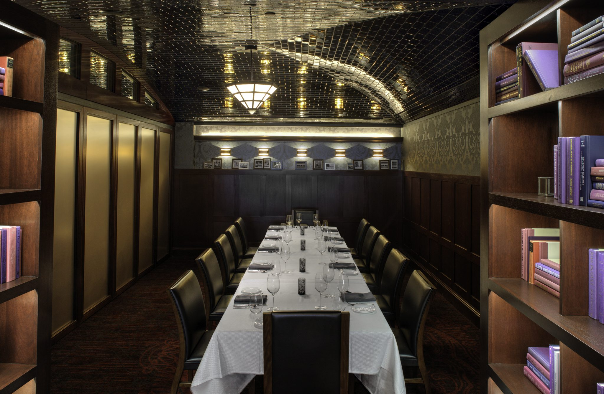 Varia Private Banquet Table